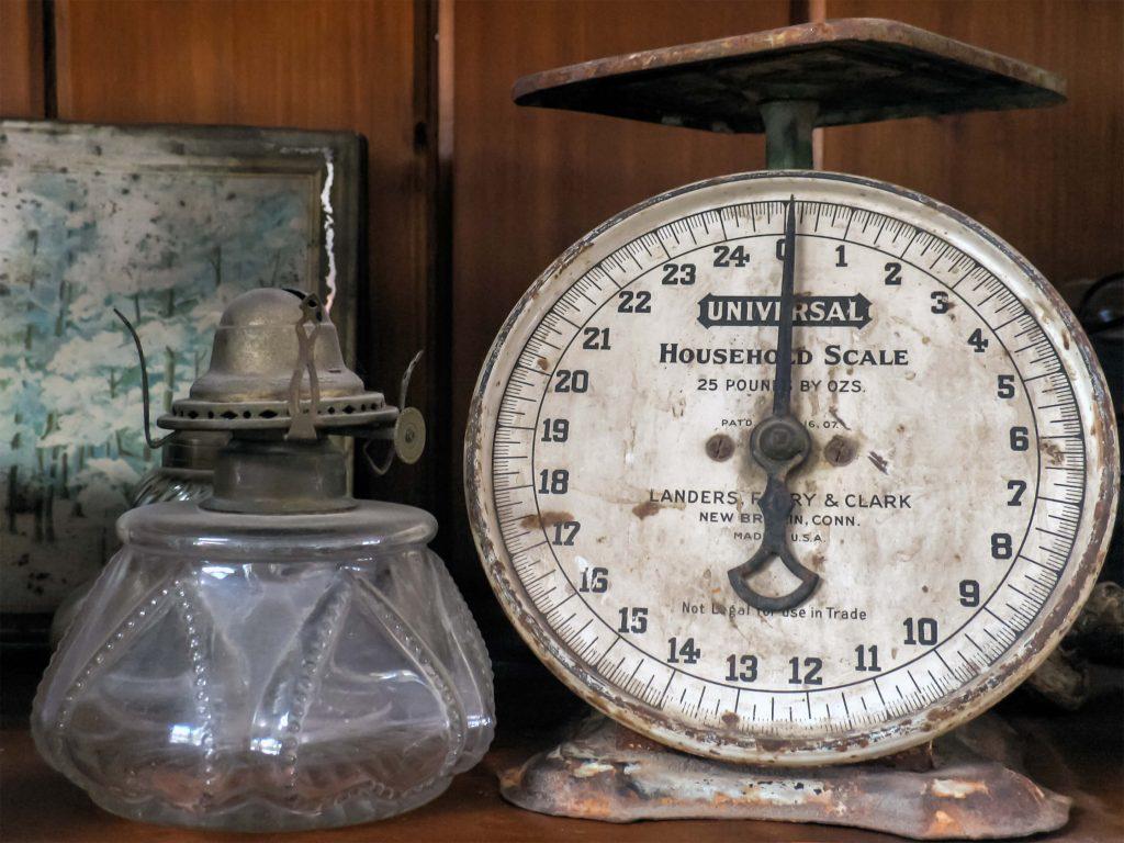 Illustratie: foto van een ouderwetse weegschaal. De foto wordt gebruikt bij de pagina over afvallen op de website Leren van je lijf. De foto is gemaakt door Keith Joslin.